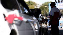 Gasolina cai 0,49% e ANP descarta regular preços